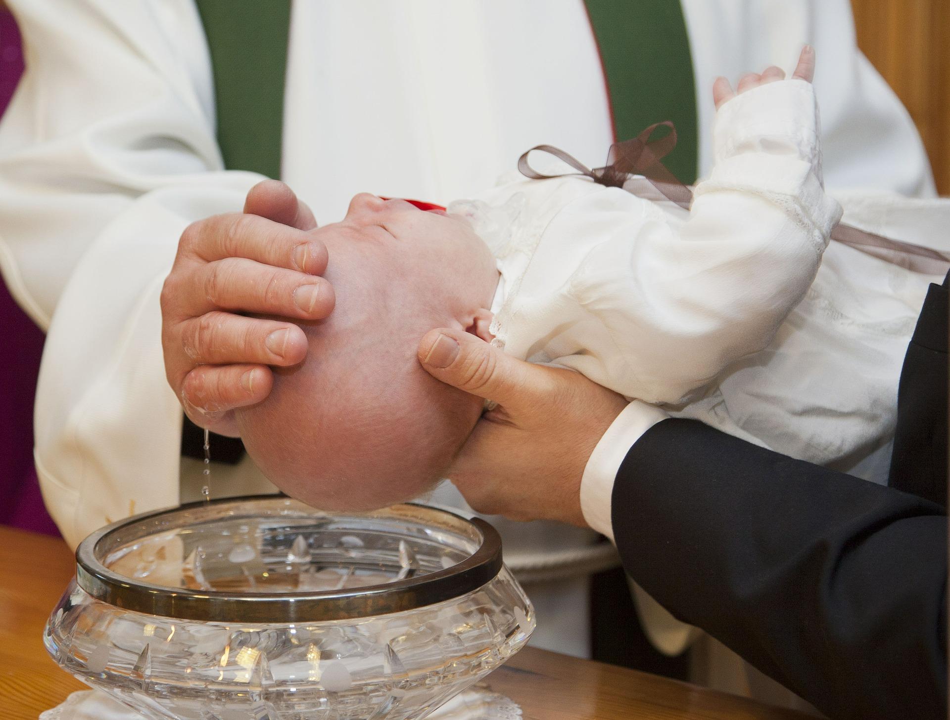 Jak urządzić chrzciny dziecka?