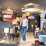 Dobrze zaaranżowany salon to także stylowe oświetlenie